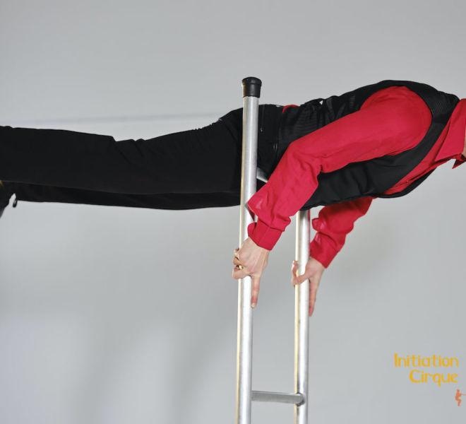 Spectacle-echelle-acrobatique-3