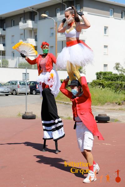 trio-acrobates-rue